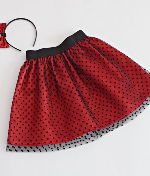 детска пола на точки в червено и черно