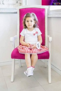 детска пола каре червено и бяло