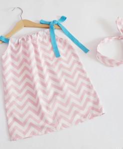 лятна детска рокля розов зиг-заг