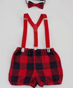 Коледни панталонки с тиранти за момчета от кариран памучен плат.