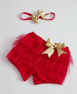 коледни панталонки в червено и златно за коледна фотосесия.