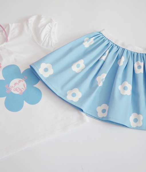 Летен комплект за момиче на цветя в синьо