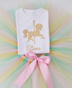 Пола и блузка за рожден ден с конче в златно