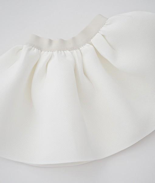Детска пола от неопрен в млечно бяло