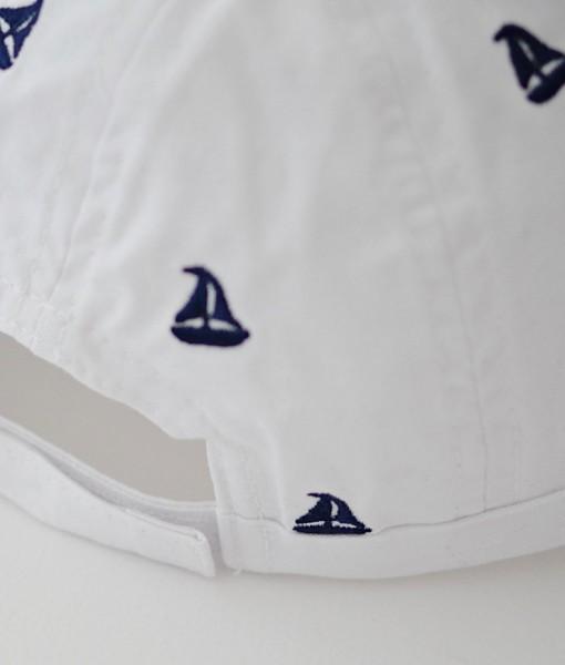 детска бяла шапка с котвички