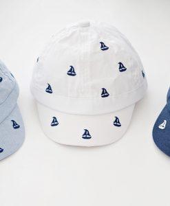 лятна шапка за момче в три цвята с котвички
