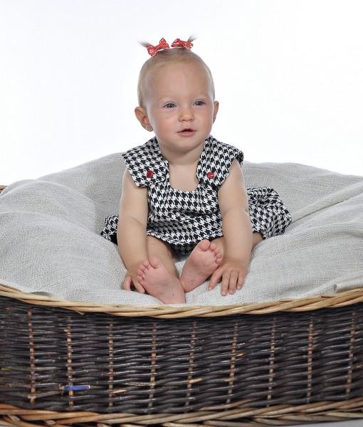 бебешка рокля пепит черно и бяло