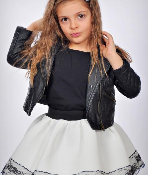 детска бяла пола от неопрен с черна дантела